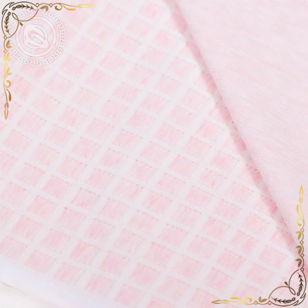 Покрывало трикотажное полотно Клетка розовое. Вид вблизи 1.