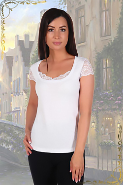 Женская футболка с отделкой из кружева 2411