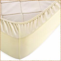 Трикотажная простыня на резинке Молочный